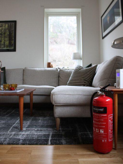 Housegard slukkeapparat 6 kg i en stue