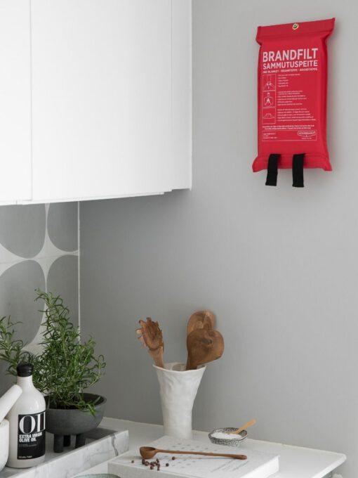 brannteppe tilgjengelig på kjøkkenet