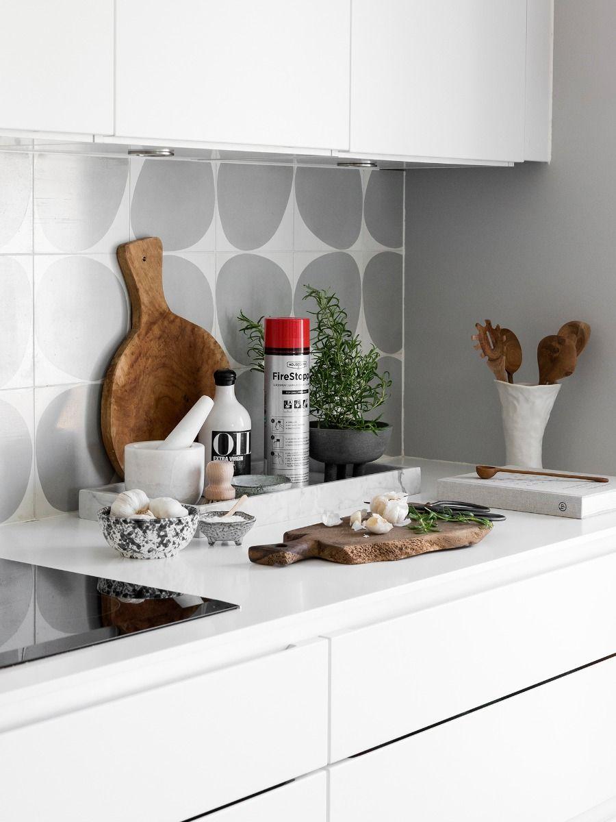 Slukkespray på kjøkkenbenken