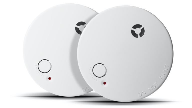 To optiske og seriekoblede røykvarslere
